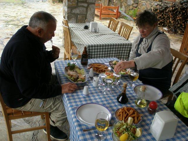 Mit den Schweitzern in Selimiye beim Essen
