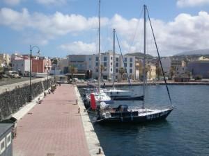 Balu im Hafen von Pantelleria